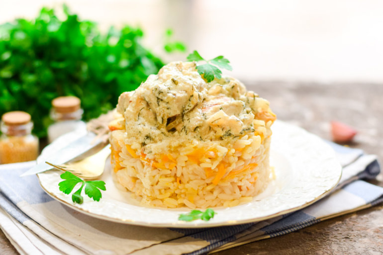 Курица в сметанном соусе на сковороде