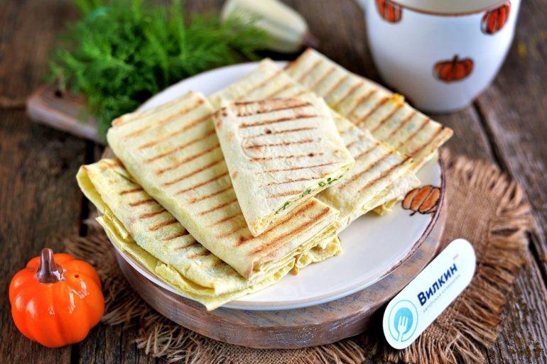 Лаваш с зеленью и сыром на сковороде-гриль