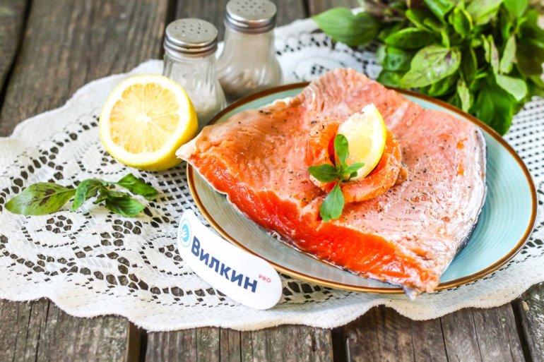 маринованная красная рыба для приготовления в духовке, на мангале