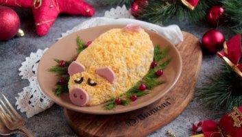 новогодний салат в форме свиньи