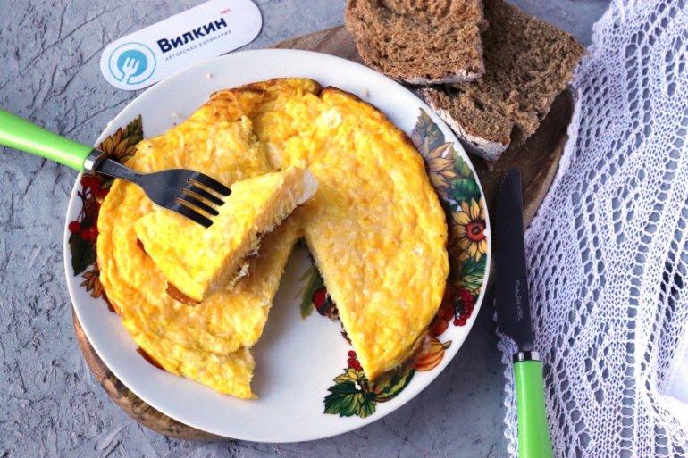 Омлет с сыром на сковороде