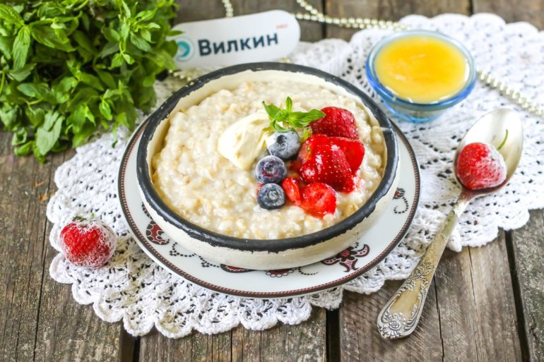 подача овсянки на завтрак