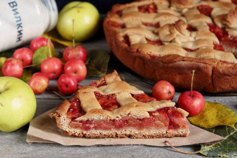 кусочек простого яблочного пирога