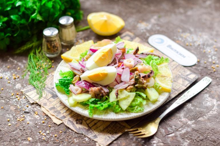 легкий и вкусный салат с морепродуктами