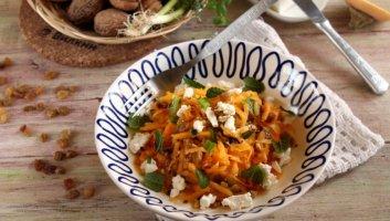салат из свежей тыквы, сыра и орехов