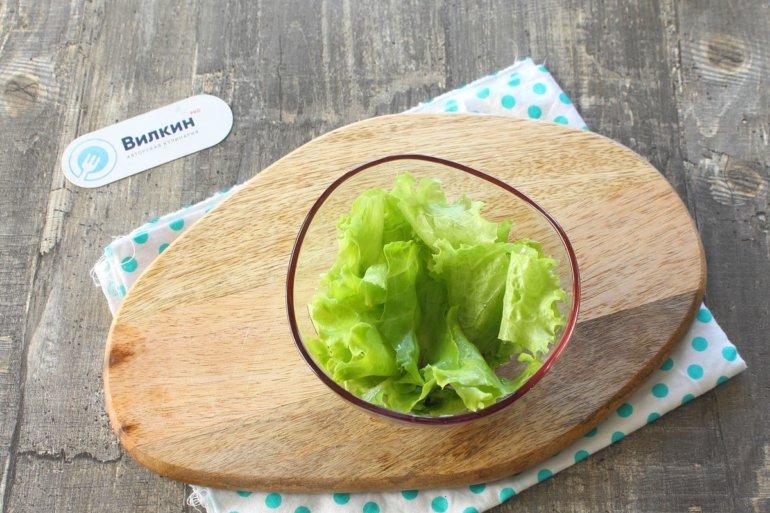 укладка салатных листьев к креманку