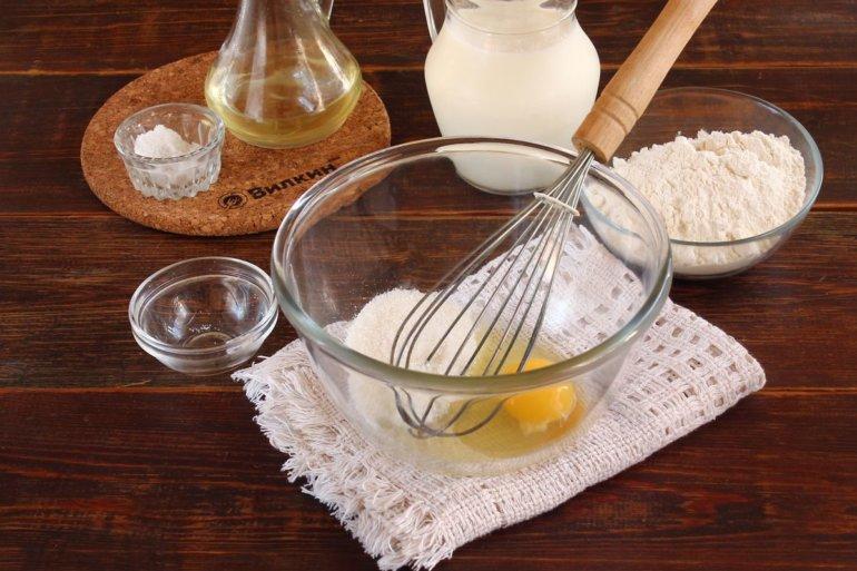 взбивание яйца с сахаром