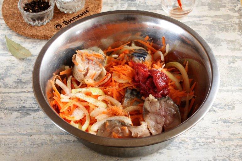 смешивание овощей с рыбой