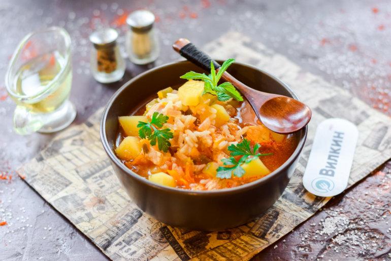 куриный суп из соленых огурцов и риса