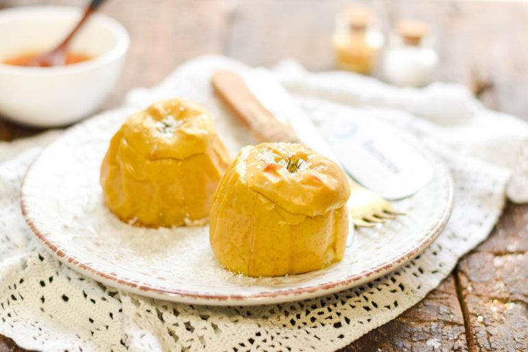Яблоки, запеченные с медом в духовке