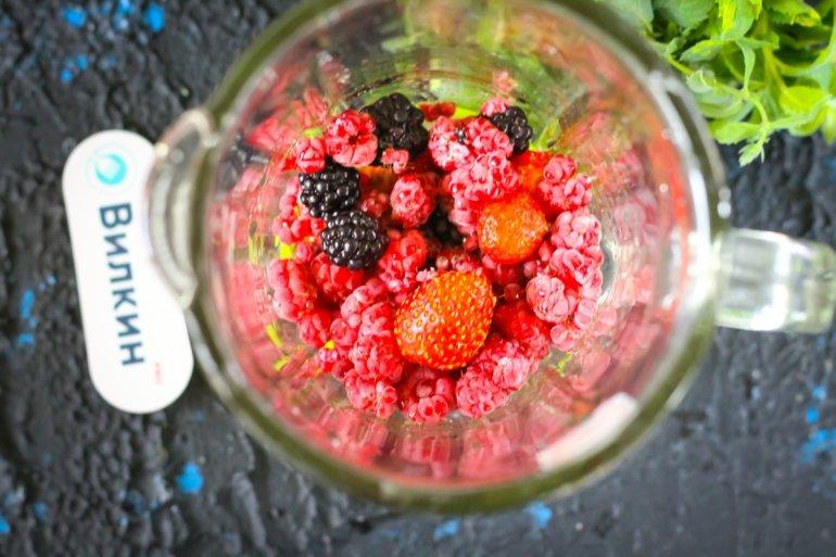 закладка ягод в чашу