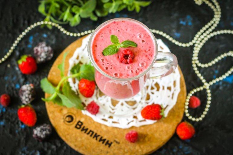 готовый коктейль из ягод