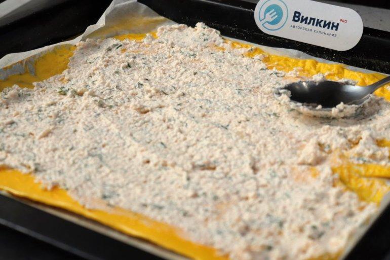 выкладка начинки на яичный корж