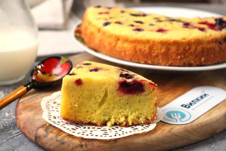 пышный пирог из бисквитного теста