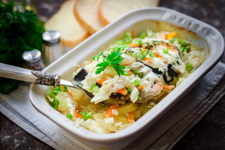 запеченная горбуша с картошкой и овощами