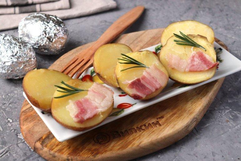 печеный картофель с салом