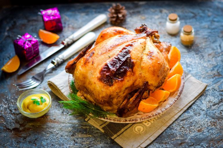 запеченная целиком курица на новогодний стол