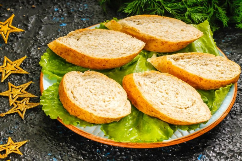 хлеб на блюде