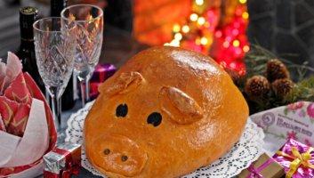 новогодняя кулебяка в форме свинки