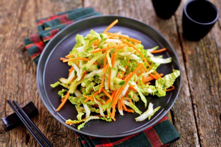 Пекинский салат из капусты с огурцом