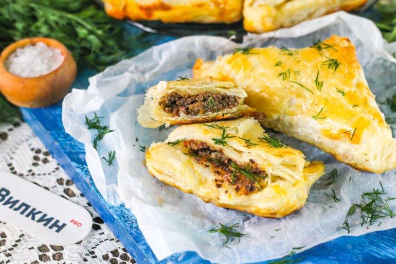 слоеные пирожки с мясом из готового теста