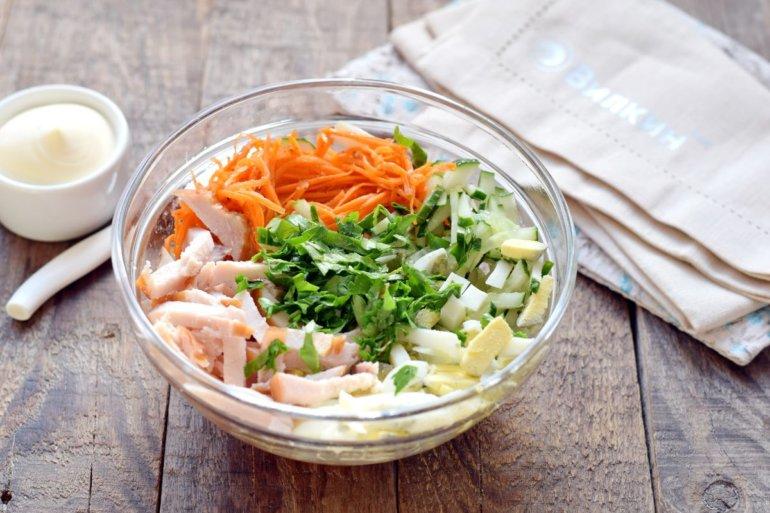 закладка всех продуктов в салатник