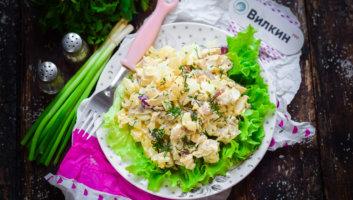 салат из курицы с ананасами и грибами