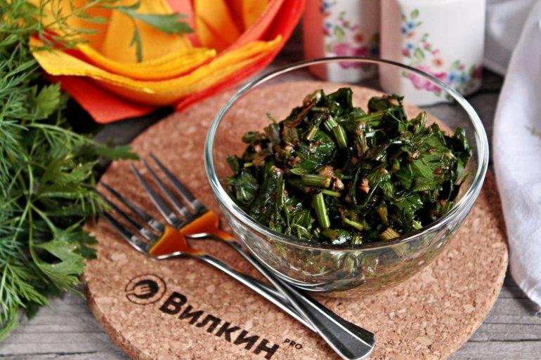 полезный салат с зеленью и чесноком