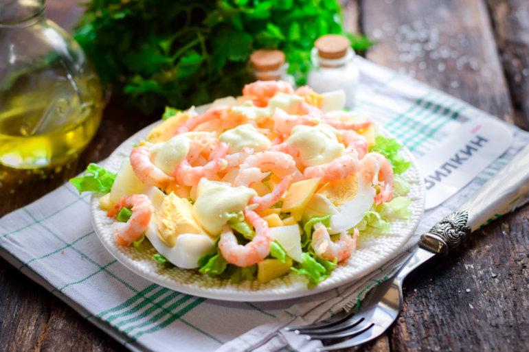 салат с креветками, ананасом и сыром