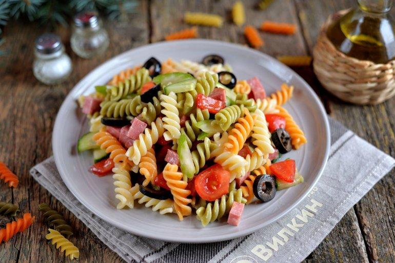 вкусный салат с макаронами