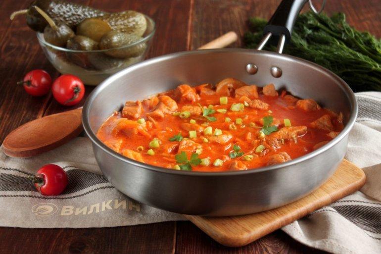 горячая свинина с овощами в соусе
