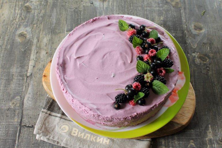украшение ягодами и мятой