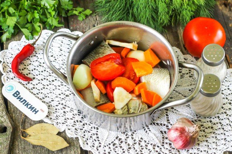 добавление моркови и помидоров