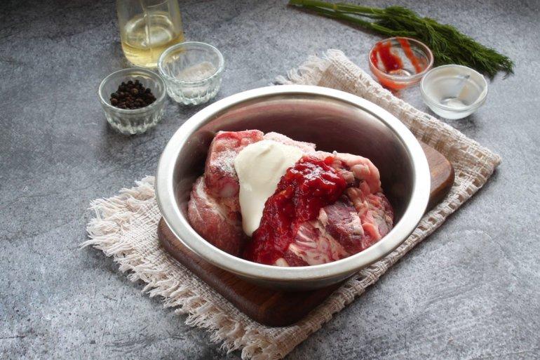 заливка мяса сметаной и соусом
