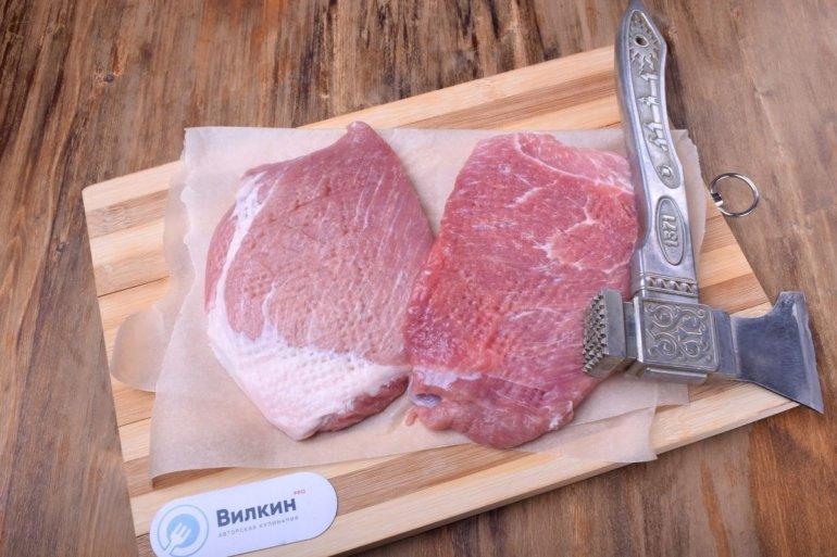 отбивание кусков мяса