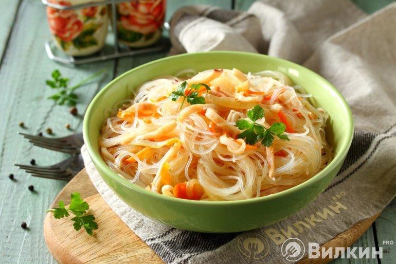Фунчоза с кальмарами и овощами