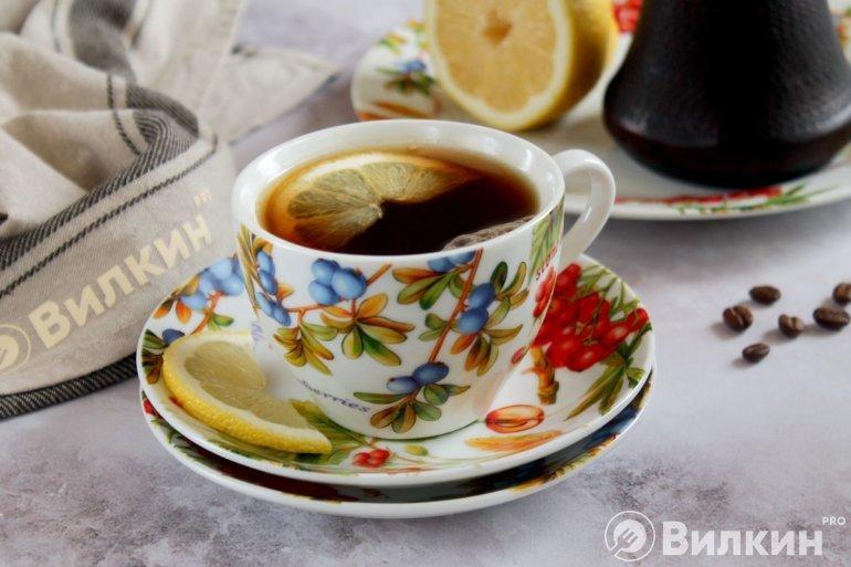 черный кофе с долькой лимона
