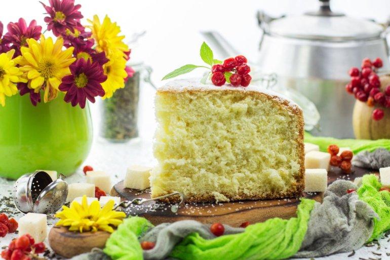 пышный и нежный бисквитный пирог