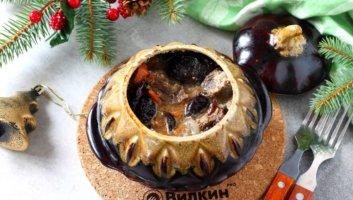 говядина с черносливом в горшочке на Новый год