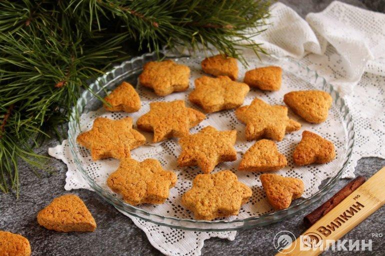 фигурное печенье с корицей