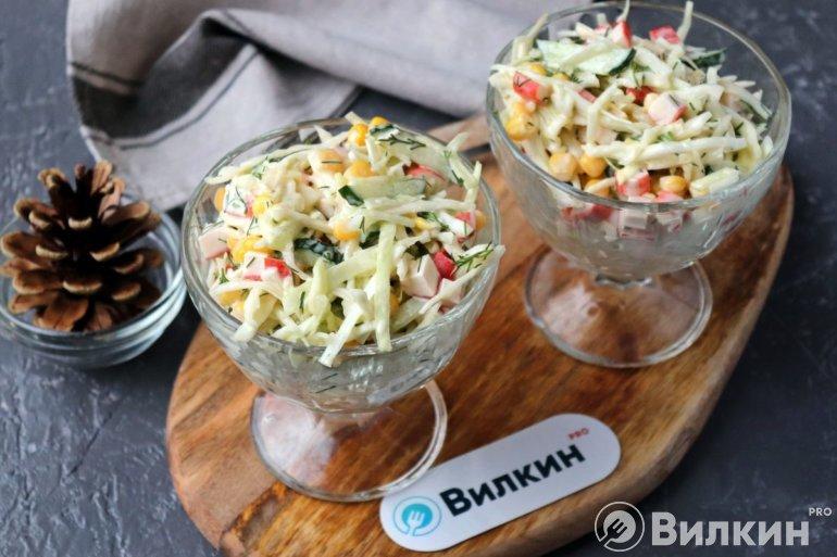 крабовый салат с капустой и огурцом