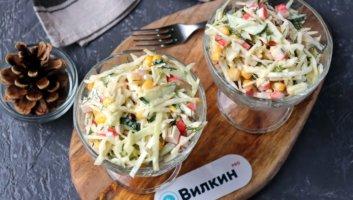 салат из капусты, крабовых палочек и кукурузы