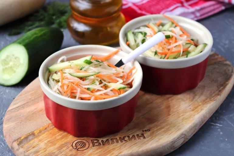 готовый салат с дайконом и морковью