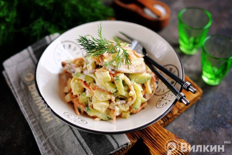 Салат из свиных ушей по-корейски с огурцом
