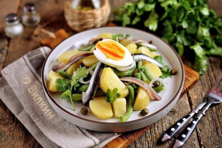 готовый салат с анчоусами