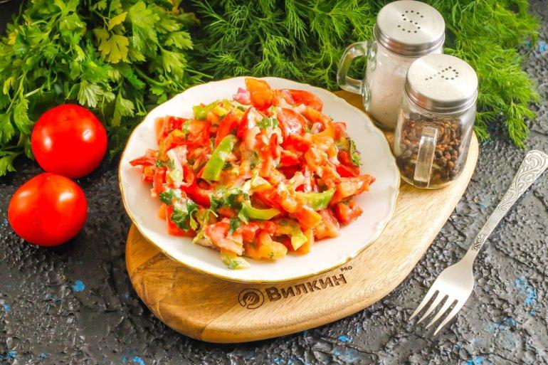 Салат с плавленым сыром, перцем и томатами
