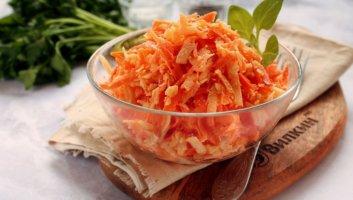 салат с сырой морковью и сыром