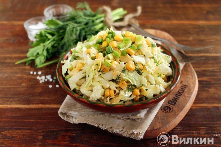 салат с сыром, пекинской капустой и кукурузой