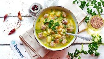 суп с рисом, картофелем и мясом