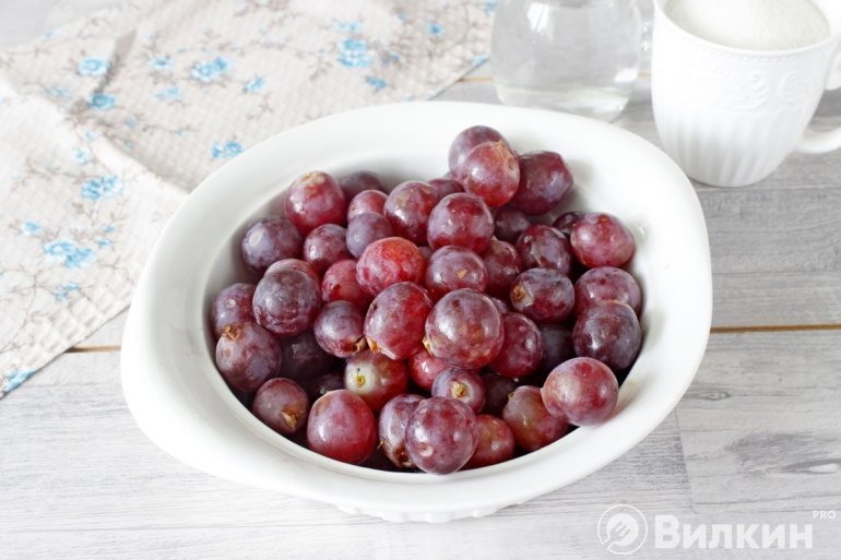 очищенный виноград